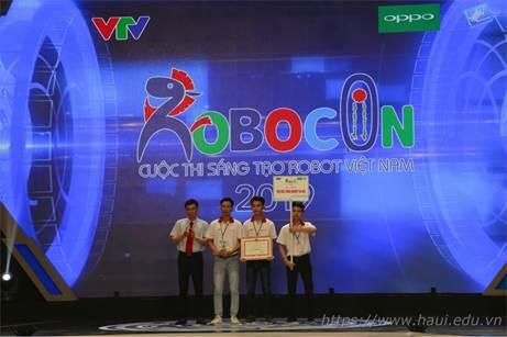 Đội tuyển DCN-ESLAB khoa Điện lọt vào vòng 8 đội mạnh nhất cuộc thi Robocon Việt Nam 2019