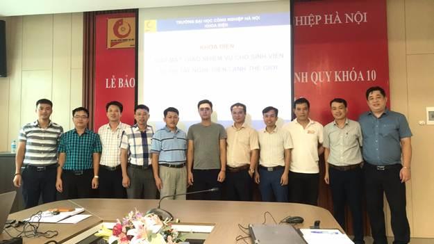 Khoa điện tổ chức gặp mặt, giao nhiệm vụ cho sinh viên tham dự kỳ thi tay nghề thế giới lần thứ 45