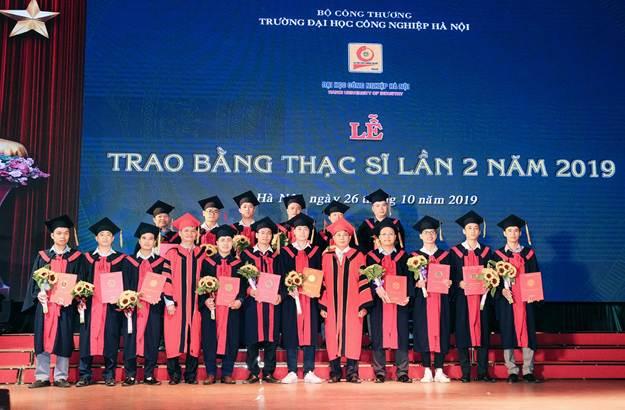 12 Thạc sĩ ngành kỹ thuật điện nhận bằng tốt nghiệp đợt 2 năm 2019
