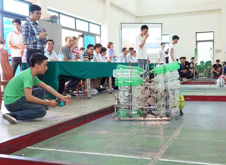 Khoa Điện đạt giải Nhì và Ba tại cuộc thi Robocon cấp trường năm 2020