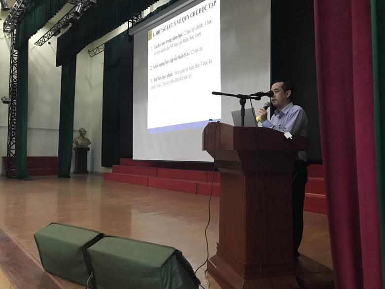 Khoa Điện tổ chức sinh hoạt lớp và cố vấn học cho các lớp Đại học K14 trước khi đăng ký và học tập tại cơ sở Hà Nội