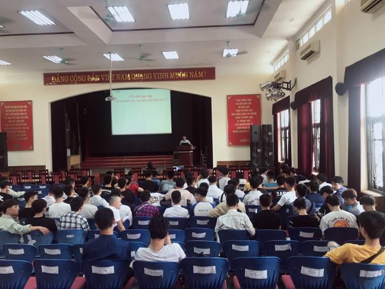Khoa Điện tổ chức sinh hoạt các lớp Cao đẳng K20&21