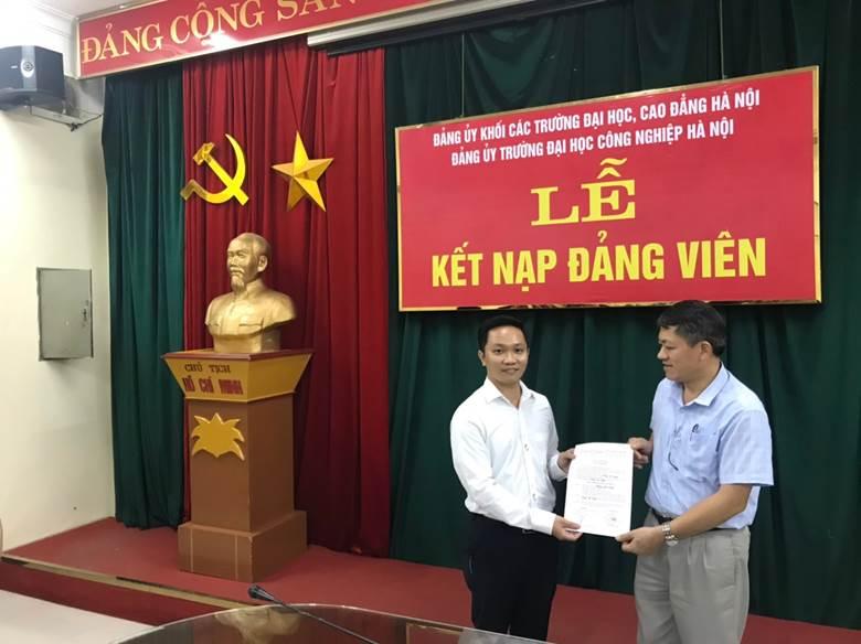 Chi bộ khoa Điện kết nạp đảng viên mới và sinh hoạt định kỳ tháng 9 năm 2020