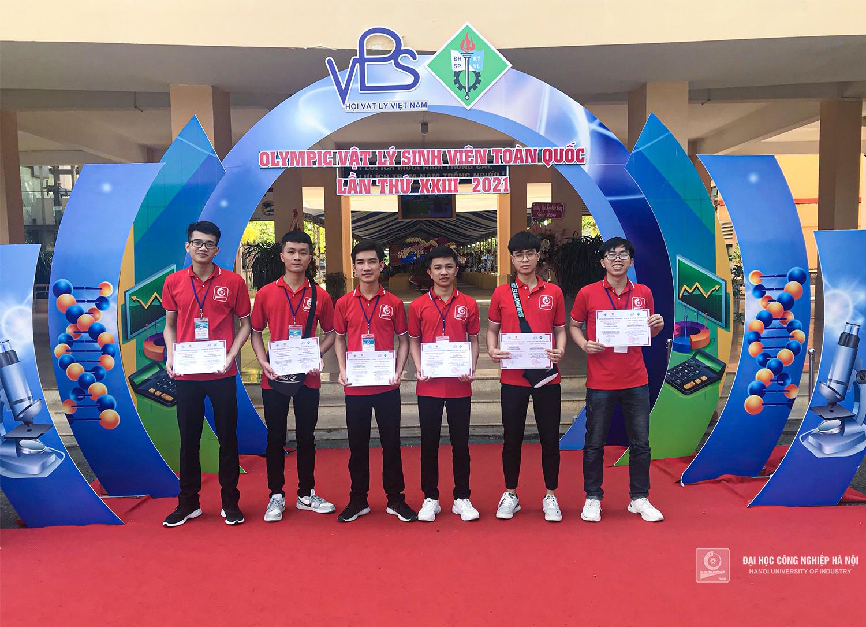 06 thành viên đội tuyển HaUI đạt giải Nhất toàn đoàn tại Cuộc thi Olympic Vật lý sinh viên toàn quốc 2021 đều là sinh viên Khoa Điện
