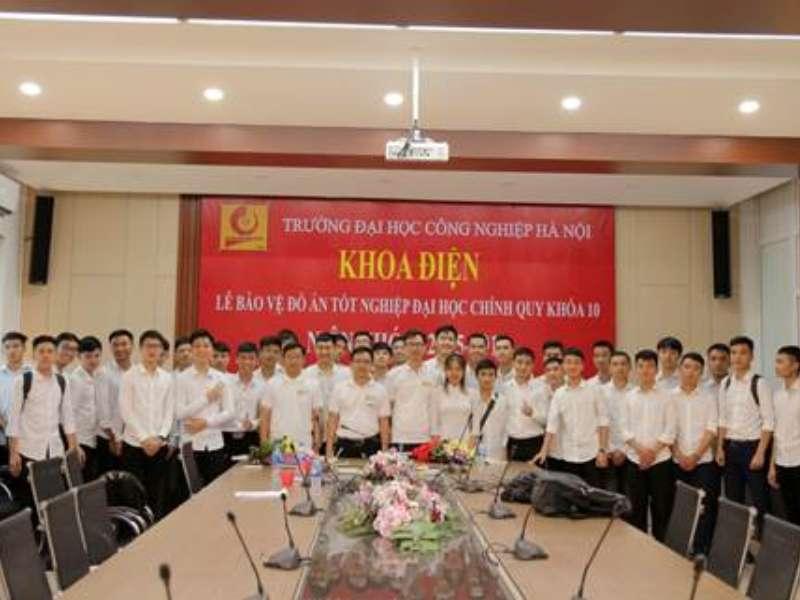 Khoa Điện tổ chức kỳ bảo vệ đồ án tốt nghiệp cho các lớp đại học chính quy khóa 10