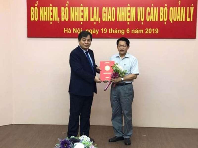 Hiệu Trưởng trao Quyết định bổ nhiệm lại Trưởng khoa Điện nhiệm kỳ 2019-2023